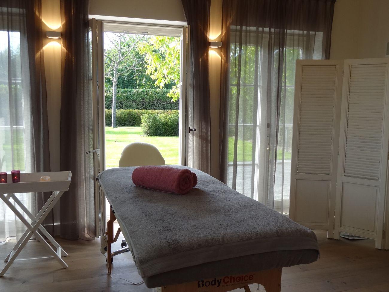 Massage kamer inrichten gelakt hout verven zonder schuren - Schilderij in de kamer ...